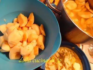 Confettura di mele cotogne nella slow-cooker