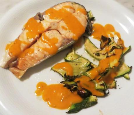 Salmone al forno con emulsione di pomodorini