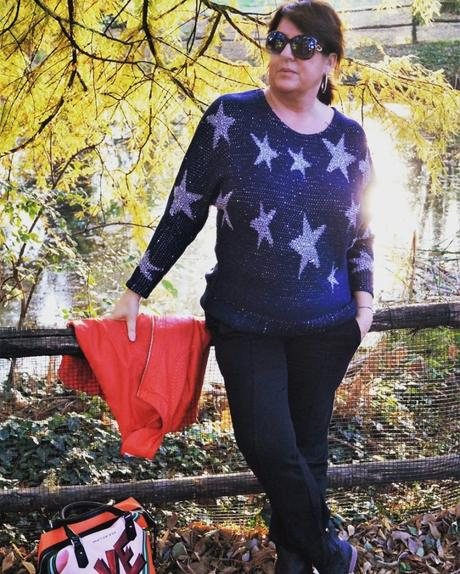 LOOK PULLOVER CON STELLE BY BONPRIX