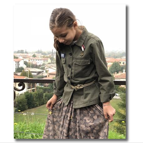 Camouflage, stelle e cuori: la gonna lunga che farà innamorare tutte le bambine.