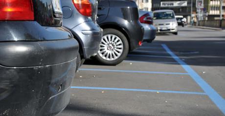 Napoli, arriva l'app per pagare il parcheggio con il cellulare