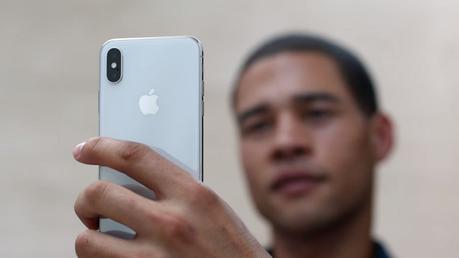 Prime recensioni di iPhone X: impressioni positive per il Face ID, qualche appunto per le gesture - Notizia