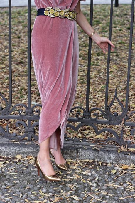Vestiti in velluto: i capi che non posso mancare nel nostro guardaroba 4
