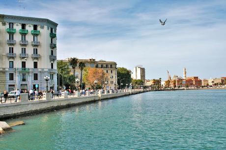 mare, lungomare, maratona, città, palazzi, gareggianti, cielo, gabbiano