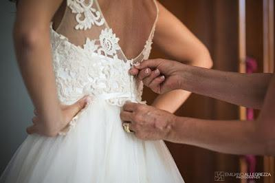 vestizione sposa foto allegrezza