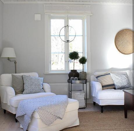 L'immagine può contenere: salotto, tabella e spazio al chiuso