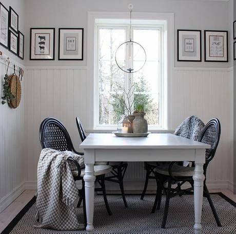 L'immagine può contenere: tabella e spazio al chiuso
