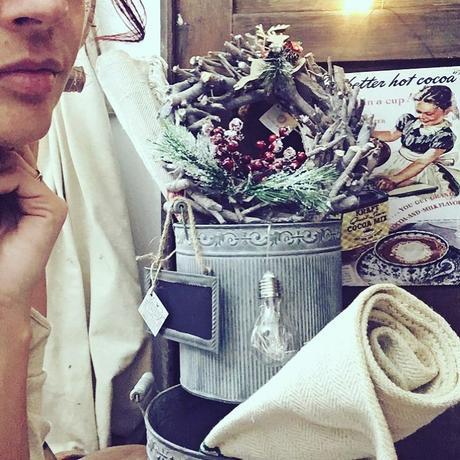 Natale è vicino ed io sono in ritardissimo…tende da sostituire, negozio da allestire e le decorazioni ancora da cominciare…insomma la maison è in fermento e presto si illuminerà di luci e di magia!!!