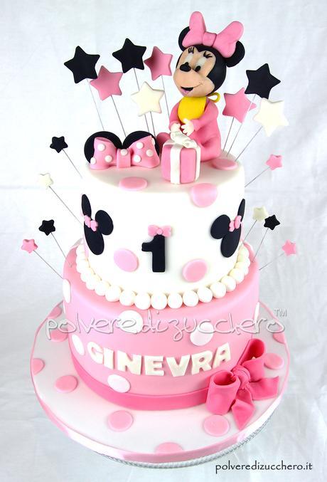 Torta decorata a due piani per il 1 compleanno di una for Torte di compleanno a due piani semplici