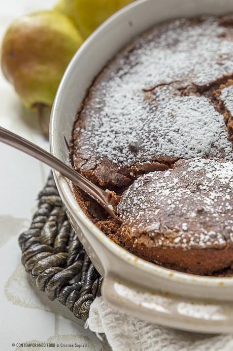 torta-dal-cuore-fondente-cioccolato-pere-dolci-ricetta-contemporaneo-food