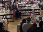 Fuori-Classe, studenti sfidano colpi libri (video)
