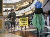 Black Friday, Greenpeace azione Roma contro consumo eccessivo