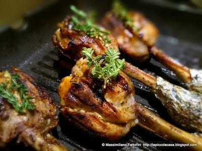La ricetta per delle gustose cosce pollo con salsa barbecue e worcestershire al timo fresco