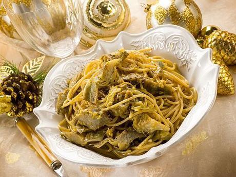 Spaghetti alla carbonara con carciofi e la sera della Vigilia è speciale