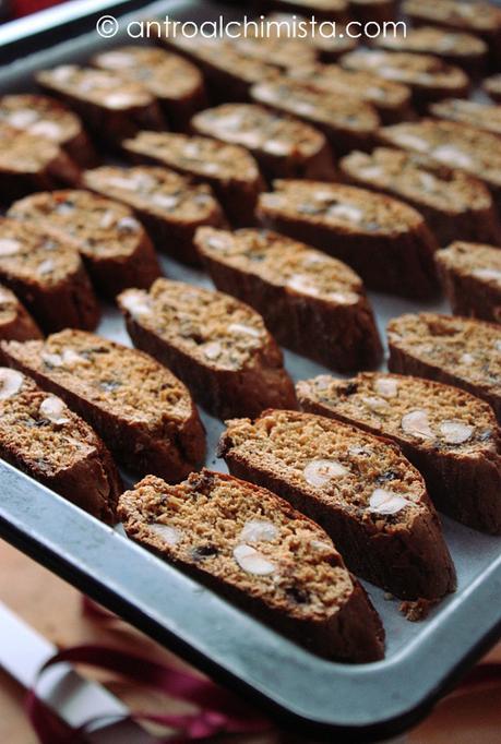 Cantucci Integrali con Miele di Castagno, Nocciole Tostate e Scaglie di Cioccolato