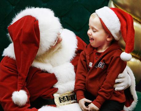 Tragedia alla recita scolastica: Babbo Natale muore avanti ai bambini