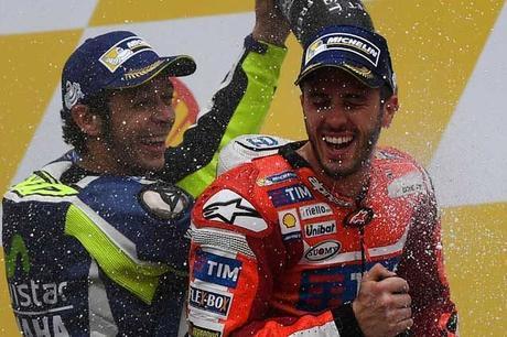 """MotoGP, Valentino Rossi: """"Tutti dovrebbero imparare da Dovizioso"""""""