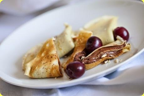 Crepes con Nutella, ciliegie denocciolate e mandorle integrali