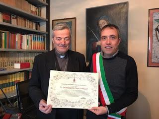 """Il riconoscimento """"Burghžàn d'istãn"""" al Vescovo Emerito Mons. Carlo Mazza"""