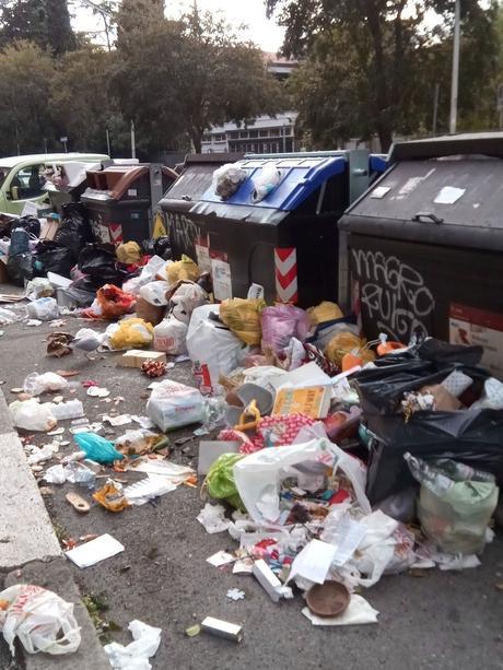 La tragedia dei servizi durante le Feste. Nettezza urbana e trasporti pubblici mai così male