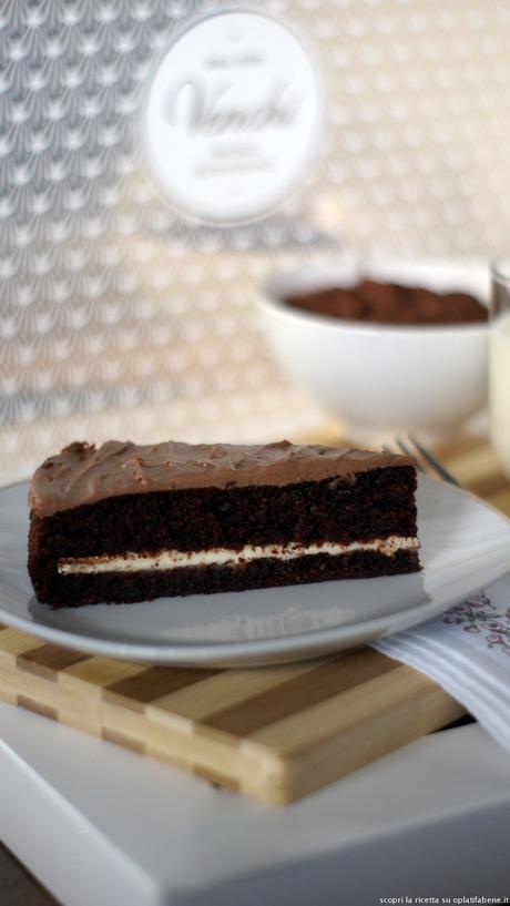 Mud cake: una super torta al cioccolato farcita e glassata