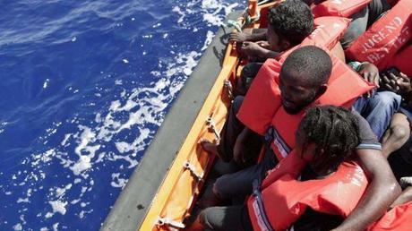 Risultati immagini per migranti salvati in mare