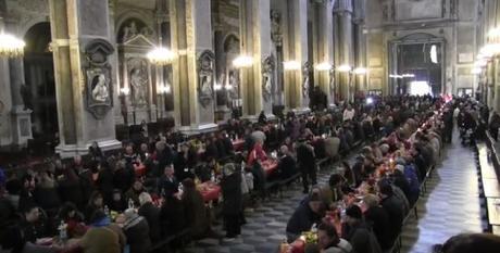 Pizze e panuozzi per le famiglie in difficoltà: pranzo di Natale per i poveri di Napoli