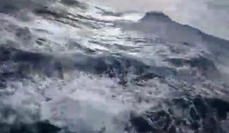 Video. Tratta Napoli – Ischia, il viaggio dell'aliscafo tra la furia delle onde