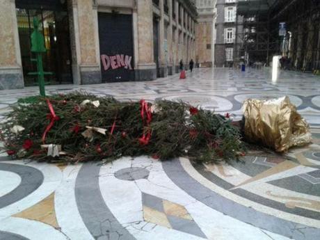 Abbattuto per la terza volta l'albero in Galleria: raccolta firme per mettere i cancelli