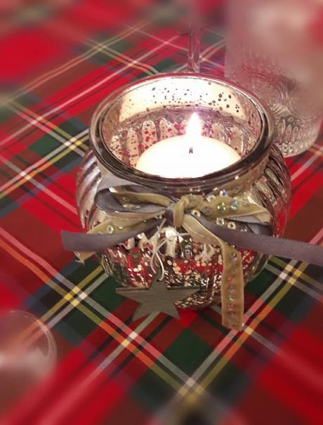 L'immagine può contenere: candele