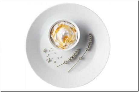Antipasto delle feste: Spuma di Parmigiano Reggiano DOP, miele di castagno BIO e fiori di lavanda