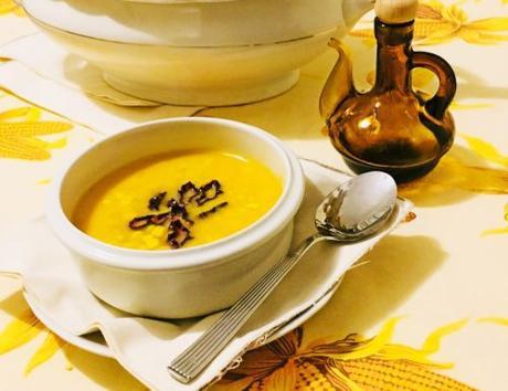 Zuppa di patate arancioni con mais e peperoni cruschi
