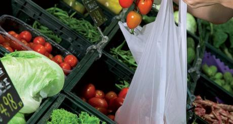 Tasse sulla spesa: dal 1 Gennaio le buste per frutta e verdura saranno a pagamento