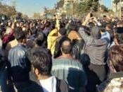 """Migliaia iraniani piazza grido """"Morte Rouhani"""". Cari imprenditori italiani, Calenda vendendo solo fumo!"""