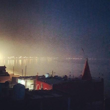 Cartolina da Varanasi: sul sacro Gange ho sentito le sue mani tra vita e morte