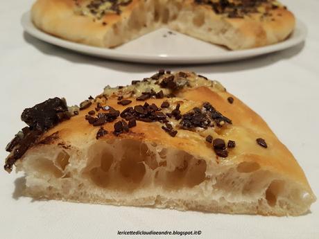 Focaccia con formaggio Bluedessert After e cioccolato
