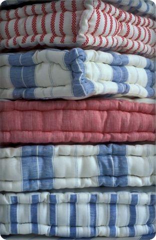 Cuscini a materasso paperblog - Divano fatto con materassi ...