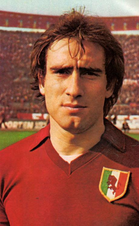 https://upload.wikimedia.org/wikipedia/it/e/e5/Francesco_Graziani_-_AC_Torino_1976-77.jpg