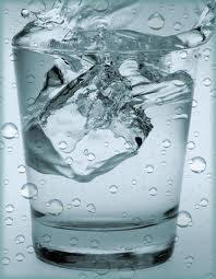 Attenzione ! Ecco cosa succede al tuo corpo quando bevi acqua fredda