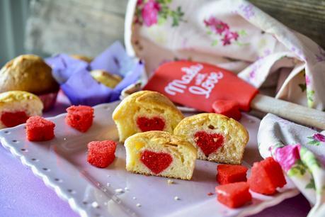 Muffin con cuore rosso all'interno per San Valentino