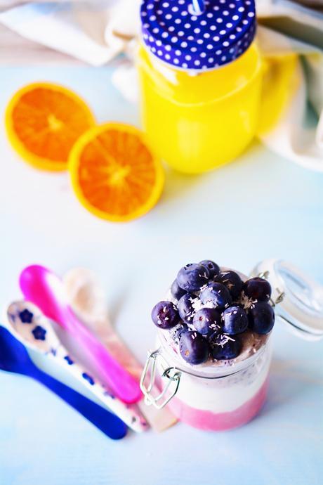 Colazione proteica con yogurt e frutta