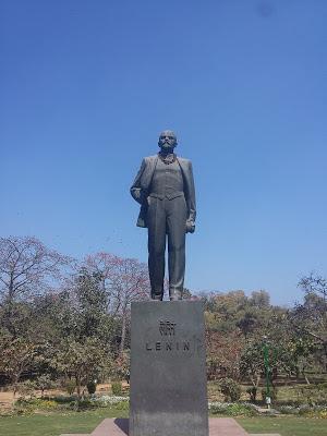 La guerra delle statue, da Giorgio V a Lenin