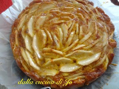 Torta con cinque mele, morbida e fondente