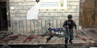 Almeno 48 morti in un attentato a Kabul