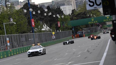 F1, GP Azerbaijan: la fortuna di Lewis, l'errore di Seb, la sfida in casa Red Bull