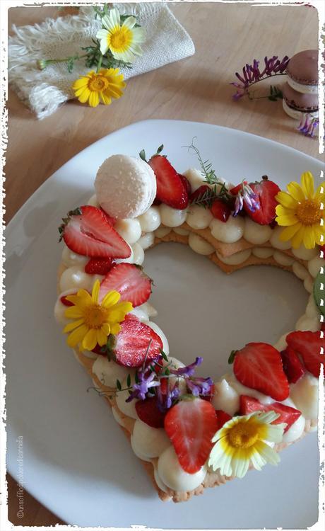 Fiori di campo, fragole, macarons e finalmente la Cream tart