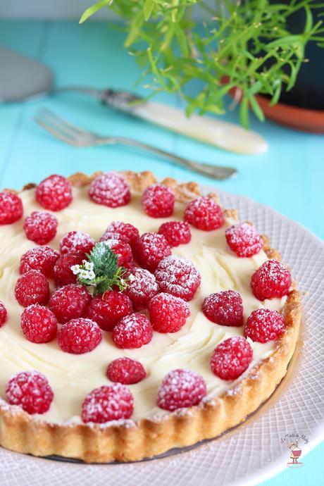 Crostata con crema al cioccolato bianco e lamponi