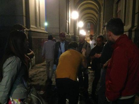 Napoli, degrado in Galleria Principe: senzatetto urinano e defecano davanti ai locali