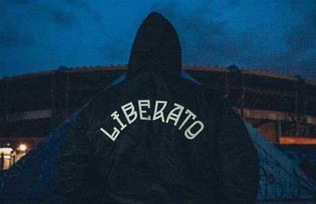 Liberato in concerto a Napoli. Svelerà anche la sua identità?