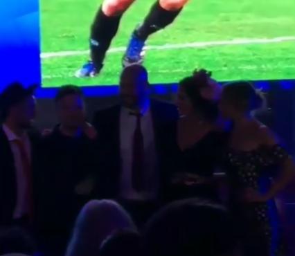 """Video. Festa d'addio al Napoli, Pepe Reina canta """"Abbracciame cchiù forte"""""""